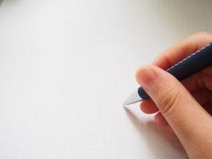 8、ペンを持つ手